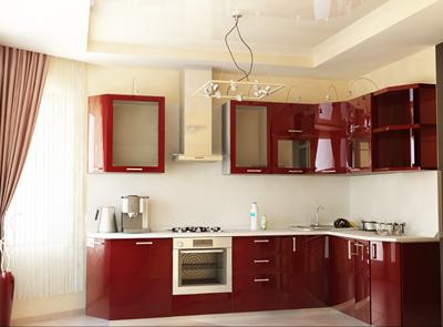 Белые натяжные потолки на кухне